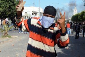 حظر للتجوال في القصرين بعد إشتباكات بين قوات الأمن ومحتجينإح