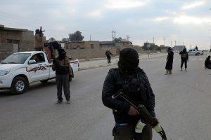 تنظيم الدولة الإسلامية يفرج عن 270 شخصا ويعتقل 50 آخرين