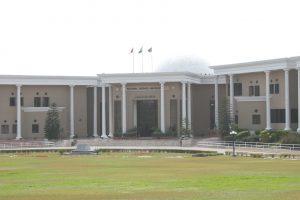 هجوم على جامعة في باكستان وسقوط قتلى وجرحى