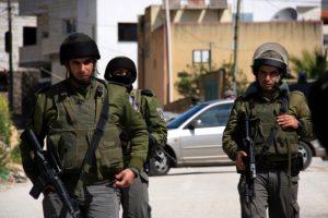 قوات الإحتلال تلقي القبض على قاصر فلسطيني بتهمة القتل