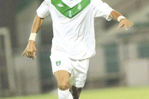 وسط فريق الأهلي السعودي وليد باخشوين يرفض تجديد عقده