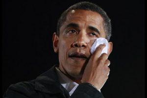 اوباما يبكي على الهواء شاهد السبب !