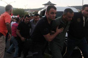 تمديد إعتقال الآلاف في تركيا بعد إصدار السلطات لمرسوم