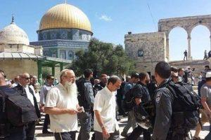 إقتحام المسجد الأقصى تحت أنظار قوات الإحتلال الإسرائيلية