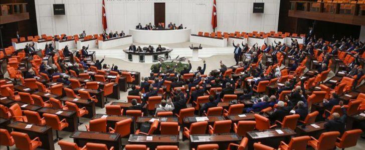 مناقشة البرلمان التركي لمذكرة إعلان حالة الطوارئ في البلاد
