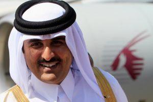 أمير دولة قطر يأمر بصرف رواتب موظفي قطاع غزة لهذا الشهر