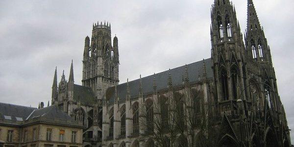 الشرطة الفرنسية تقتل مسلحين في كنيسة في مدينة روان