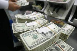 إنتقادات من خبراء إقتصاديين من غلق السلطات المصرية لمحلات صرافة