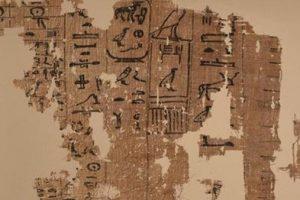 عرض أقدم نص مكتوب على بردية باللغة المصرية القديمة في المتحف المصري