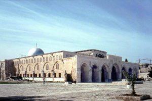 مستوطنون يقتحمون المسجد الأقصى من جديد بحماية من القوات الإسرائيلية