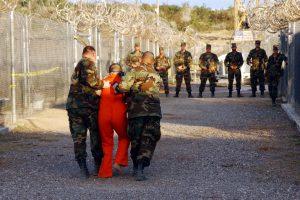 الولايات المتحدة تنقل 15 سجينا من غوانتنامو إلى الإمارات العربية