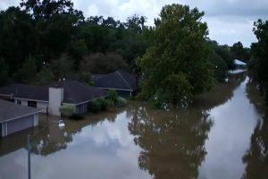 11 قتيلا في فيضانات لويزيانا بالولايات المتحدة وحرائق في كاليفورنيا