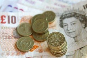 محلل مالي : الجنيه الإسترليني سيكون ضعيفا أمام الدولار الأمريكي