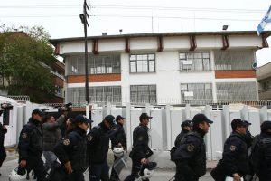 تركيا : شخصان يحاولان إقتحام السفارة الإسرائيلية وإصابة أحدهما