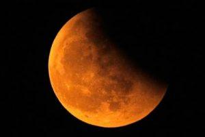 ظواهر : عدة مناطق من العالم تشهد خسوفا غير كلي للقمر