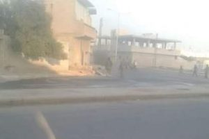 الطيران الحربي السوري والروسي يقصف حافلات لنازحين في مدينة صوران