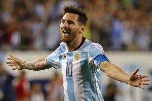 مدرب المنتخب الأرجنتيني يؤكد جاهزية ميسي الكاملة لمباراة الأوروجواي