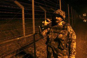 تبادل القصف المدفعي بين الهند وباكستان عبر خط الهدنة الوهمي