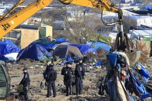تواصل نقل اللاجئين من مخيم كاليه إلى عدة مراكز إستقبال أخرى في فرنسا