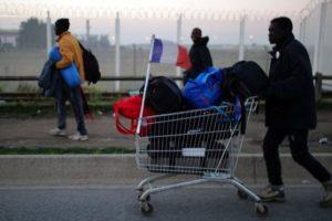 """بعد إزالة مخيم """"الغابة"""" .. إرتفاع أعداد الخيم في العاصمة باريس !"""