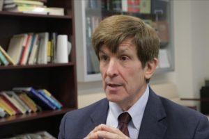 منذ سنة 1984 .. أكاديمي في جامعة واشنطن يتوقع بنجاح الرئيس الأمريكي