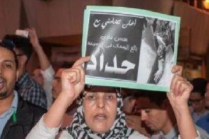 60 ألف محتجا يخرجون إلى شوارع الحسيمة حاملين الورود والشموع