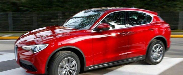 خروج سيارة الفا روميو ستلفيو 2018 الجديدة من المصنع إلى الشوارع العامة في إيطاليا