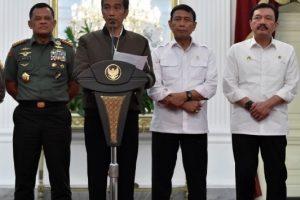 سترة الرئيس الإندونيسي تقلب مواقع التواصل الإجتماعي في البلاد !