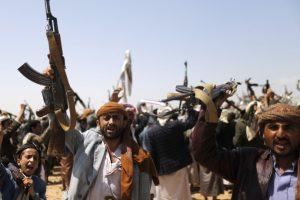 قتلى وجرحى من قوات الحوثي وصالح في قصف بالخطأ على نقطة تفتيش في حمك