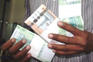 أسعار الجنيه السوداني مقابل الدولار الأمريكي اليوم : 19 جنيه للبيع و18.8 جنيه للشراء