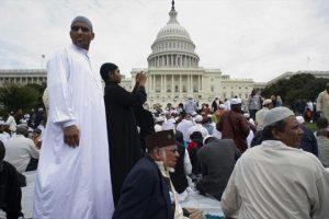 حالة هلع من مسلمي الولايات المتحدة الأمريكية بسبب إستطلاع أمريكي !