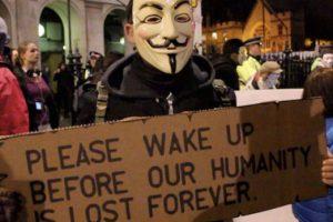 """الشرطة البريطانية تعتقل 53 شخصا في مظاهرة """"أنونيموس"""" في لندن"""