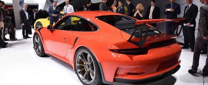 نتيجة التحدي المثير بين بي ام دبليو 325ix نسخة E30 المعدلة وسيارة بورش 911 GT3 RS