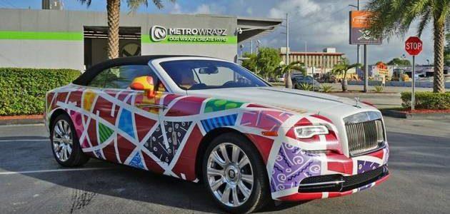 اجمل صور لسيارة رولز رويس داون الإنجليزية التي تحصل على تغليف عجيب من إبداع الفنان البرازيلي Britto