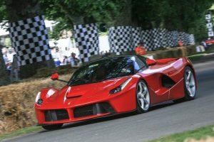 السيارة الأحدث من طراز لافيراري تم بيعها بمبلغ 7 مليون دولار أمريكي لتكون أغلى سيارة في العالم