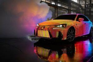 سيارة لكزس IS موديل 2017 اليابانية تحصل على تغليف مذهل مزود بـ 41,999 إضاءة LED في الهيكل الخارجي