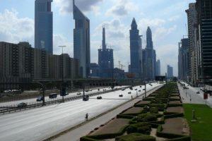 إغلاق شارع الشيخ زايد في دبي من أجل تصوير حلقة سباق مثيرة لبرنامج The Grand Tour الشهير