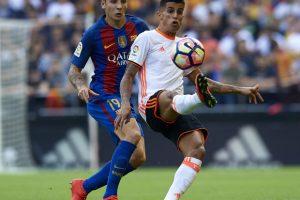 برشلونة يقترب من التعاقد مع مدافع فالنسيا