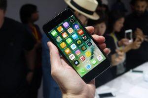 معلومات عن إتفاقية شركتيّ سامسونج و آبل من أجل الهواتف الرائدة لعام 2017 والتي سيتم تزويدها بشاشات OLED