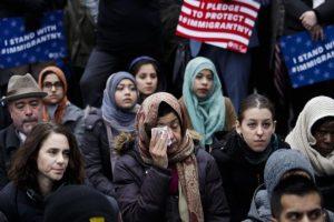 إيران تواجه ترامب بالمعاملة بالمثل، مع قلق أوروبي أممي تجاه إجراءات ترامب حول اللاجئين