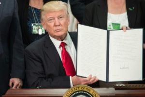ترامب يمنع مواطني سبع دول إسلامية من دخول الولايات المتحدة الأمريكية