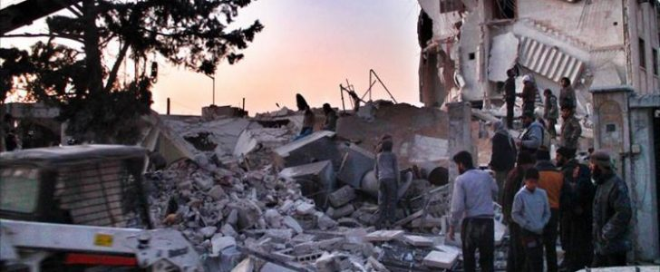 غارات روسية على إدلب توقع عشرات القتلى والجرحى وتدمير كبير للمنازل
