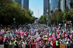 الجدار الحدودي بين الولايات المتحدة الأمريكية والمكسيك يدفع المكسيكيون للجوء للشوارع