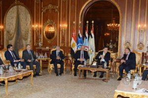 القاهرة تستضيف اجتماعات مثمرة لأطراف النزاع الليبي بحضور السراج وحفتر