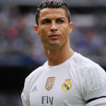 الحكم ريكاردو دي بيرغوس يقدم المساعدة لريال مدريد امام فالنسيا