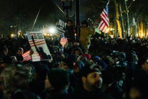 تظاهرات بعدة عواصم عالمية ضد قانون ترامب المتعلق بحظر السفر واستقبال اللاجئين
