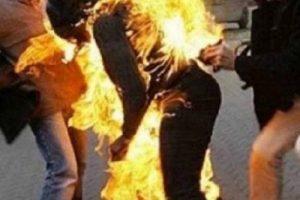 إمرأة فلسطينية تشعل النار في نفسها أمام مقر الشرطة بالضفة، فما هو السبب؟