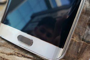 تفاصيل عن تطلّع سامسونج للتخلي عن مستشعر البصمة في هواتفها الجديدة