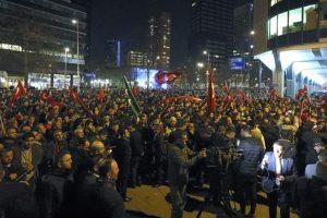 الشرطة الهولندية تفض تجعا للأتراك أمام قنصلية بلادهم بمدينة روتردام بالقوة