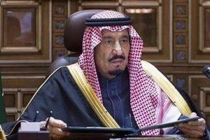 الملك سلمان يزور المملكة الأردنية للمرة الأولى منذ توليه الحكم، قبيل مشاركته بالقمة العربية